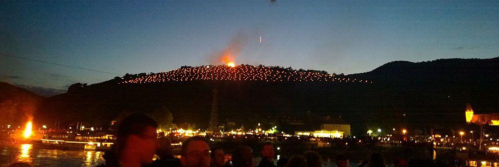 Sonwendfeuer am Tausendeimerberg in Spitz